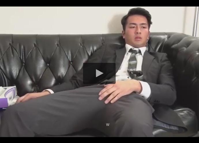 【ゲイ動画】COOLな雰囲気のスーツ姿のイケメン営業マンが竿を垂直に勃起させてローションを使ったオナニーでダラダラと射精!