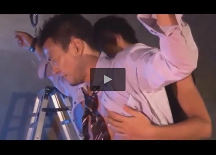 【薄モザゲイ動画】監禁されたサラリーマンが犯される…ゲロフェラで喉姦されエネマグラ型のバイブやチンポで尻穴をレイプ!