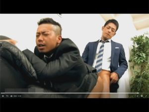 【ゲイ動画ビデオ】2人っきりの社内でセクハラするイケメンの先輩…後輩も満更では無いようで相互フェラからの尻穴性交で交わることに!