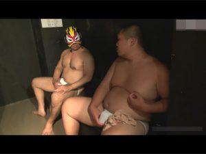 【ゲイ動画ビデオ】新宿のハッテン場CaveXに潜入!ぽっちゃり体型の男がガチムチのマスク男にケツ穴を捧げることに!