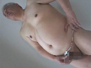 【ゲイ動画ビデオ】ボテ腹の白髪ジジイがシャワーで身を清めてからふんどしをバシッと決めてオナニーしザーメン発射!