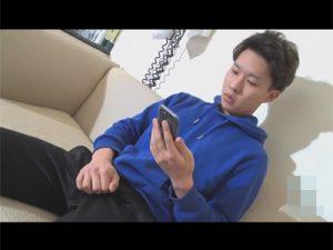 【ゲイ動画ビデオ】ジャージにパーカーのカッコ可愛いノンケが中指をアナルに突っ込みながらチンポをシゴきオナ射する!