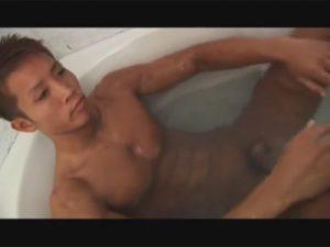 【ゲイ動画ビデオ】腹筋バキバキでボクサーのような身体つきの色黒のヤンチャ系イケメンがアナルを掘られ部屋には喘ぎ声だけが響く!