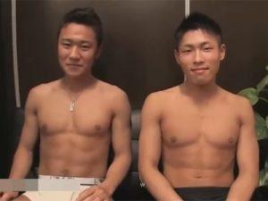 【ゲイ動画】細マッチョなイケメンがお互いにヌキ合いっこ!興奮したスタッフも混じり相互フェラや手コキでイカ臭い精液を射精する!