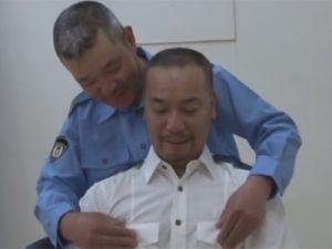 【ゲイ動画ビデオ】中年ゲイ警察官たちの性事情…同僚や先輩とハッテンしたり取調べ中の若い容疑者とハッテンする!