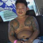 【ゲイ動画】ヤクザ風のタトゥーが入ったチョイぽちゃノンケ素人を海でナンパし女に手コキでヌイてもらうところを撮影する!