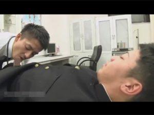 【ゲイ動画】股関節が痛いと病院にやってきた男子校生がイケメンの医者に痛み止めのぶっとい肉棒ペニスをケツに注射されてしまう!