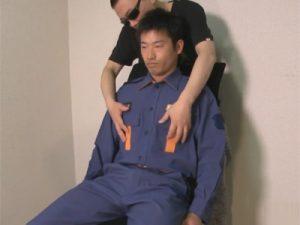 【ゲイ動画】真面目な30歳の消防隊員が登場!公務員なのにエロいビデオに出演しチンポと肛門をゴーグルマンに弄ばれる!