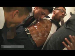 【ゲイ動画ビデオ】部下の幸せを願ってこそ上司の努め!就業後のオフィスで部下のチンポをしゃぶり倒しザーメンを受け止める!