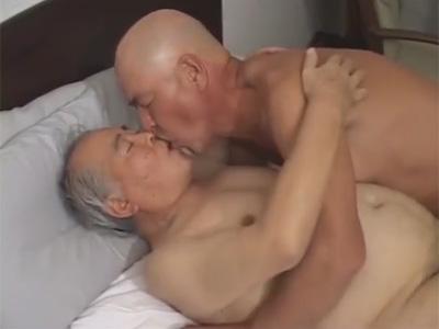 【ゲイ動画】お盛んな70代のふんどしジジイがキスたっぷりのイチャイチャセックスで必死にチンポを勃たせてハメる!