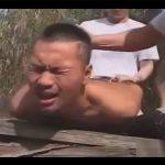 【ゲイ動画】立ちションをしようとしたら暴漢に襲われレイプ!自分のおしっこを顔に浴びせられケツマンも口マンもチンポで塞がれる!