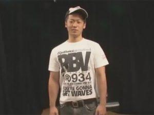【ゲイ動画ビデオ】ガタイの良い20歳のノンケが競パンに目隠し姿でゴーグルマンに全身をねぶられチンポをシゴかれる!