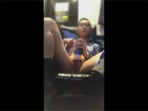 【Twitterゲイ動画】仕事帰りのスーツリーマンがビデオボックスでテンガを使ってオナニーをした様子を自撮りする!