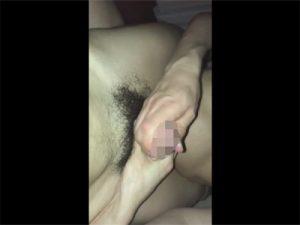 【Twitterゲイ動画】正常位の体位で生チンポでケツマンコを掘られクチュクチュ手コキで息を荒げてイカされたウケ!