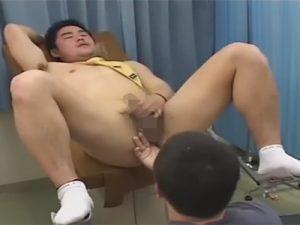 【ゲイ動画ビデオ】乳首モロ感なサラリーマンが医師の診察を受けて発情しハッテン!分娩台に乗せられ指入れされ診察ベッドでAF!