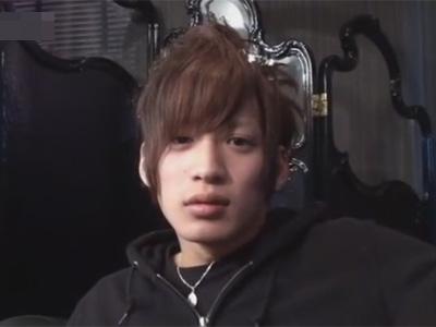 【ゲイ動画】ホスト風のイケメン男優がファンの男の謝礼に釣られてアナルセックスで激しく犯してあげることになってしまう!