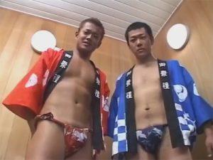 【ゲイ動画ビデオ】法被とふんどし姿のチンピラな雰囲気の2人の男がゴーグルマンをアナルセックスで犯しまくる!