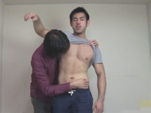 【ゲイ動画ビデオ】細身のイカニモ系がゴーグルマンにチンコを舐められとアナルを4本の指でいじられまくっちゃう!