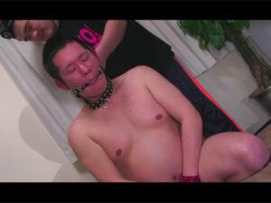 【ゲイ動画ビデオ】イモ系の男がSMプレイで激しく全身をなぶられながらアナルセックスで犯されることになる!