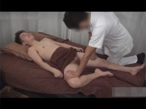 【ゲイ動画ビデオ】スリムな体のイケメンがHなマッサージで全身をいじられて精液を大量に噴射して乱れることになる!