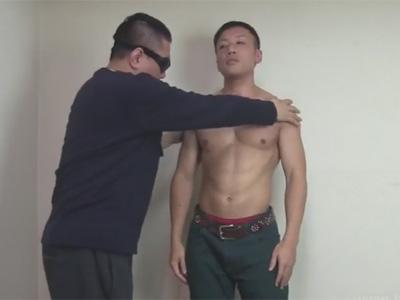 【ゲイ動画】マッチョな極上の体が魅力的な素人の男がゴーグルマンの技におぼれてザーメンを出しまくる!