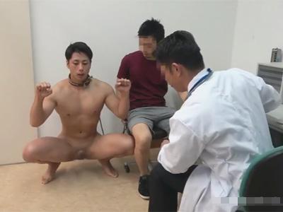 【ゲイ動画】動物病院に首輪でつながれた動物扱いをされた男が飼い主に連れていかれて獣医にアナルセックスで犯される!