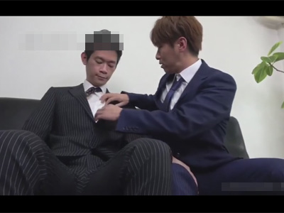 【ゲイ動画】カッコイイスーツ姿の2人のイケメンがアナルセックスで愛を深めて絶頂しあうことになる!