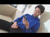 【ゲイ動画】ジャージにパーカーのカッコ可愛いノンケが中指をアナルに突っ込みながらチンポをシゴきオナ射する!