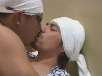 【ゲイ動画】浴衣姿でタオルを頭に巻いている2人の男が和室でアナルセックスを激しく堪能することになる!