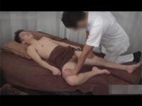 【ゲイ動画】スリムな体のイケメンがHなマッサージで全身をいじられて精液を大量に噴射して乱れることになる!